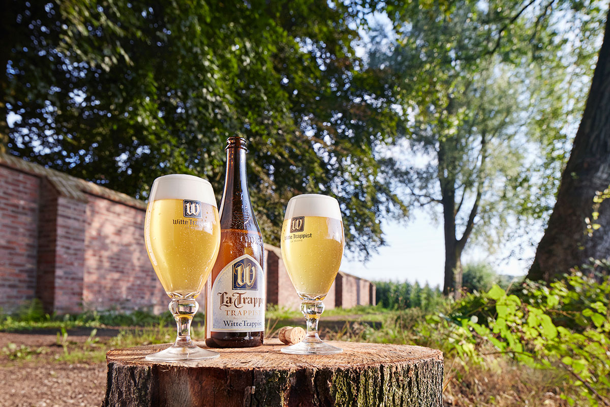 La-Trappe-Witte-Trappist-75cl-+-Glasses-Outside
